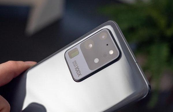 Tính năng Space Zoom 100x được ghi rõ trên camera Galaxy S20 Ultra
