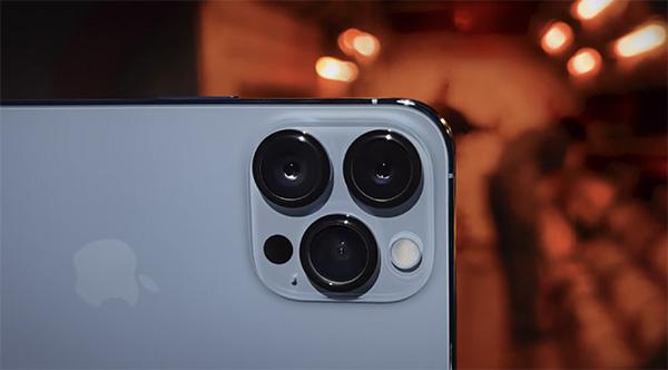 Hai sản phẩm sở hữu số lượng camera sau tương tự nhau