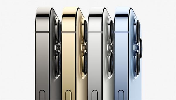 iPhone 13 Pro Max có màu Xanh Dương lạnh mát là phiên bản đặc trưng còn iPhone 12 Pro Max là Xanh Navy